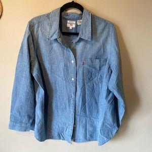 Levi's boyfriend 2x coupain buttoned down shirt.
